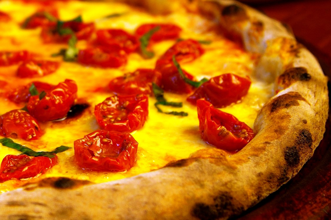 Thick border wood fired oven pizza with cherry tomatoes_crp_cc
